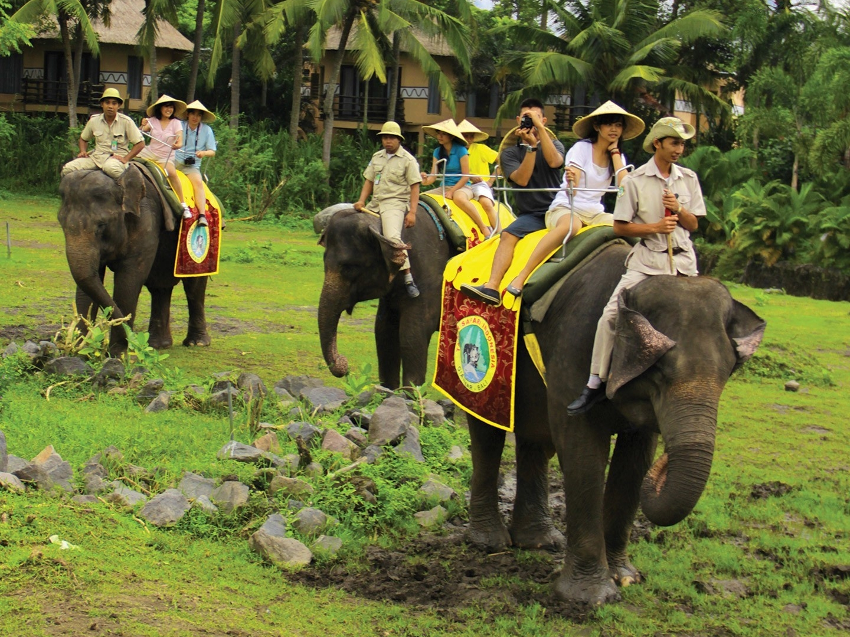 Bali Safari Marine Park and Jimbaran Day Tour - Wandernesia