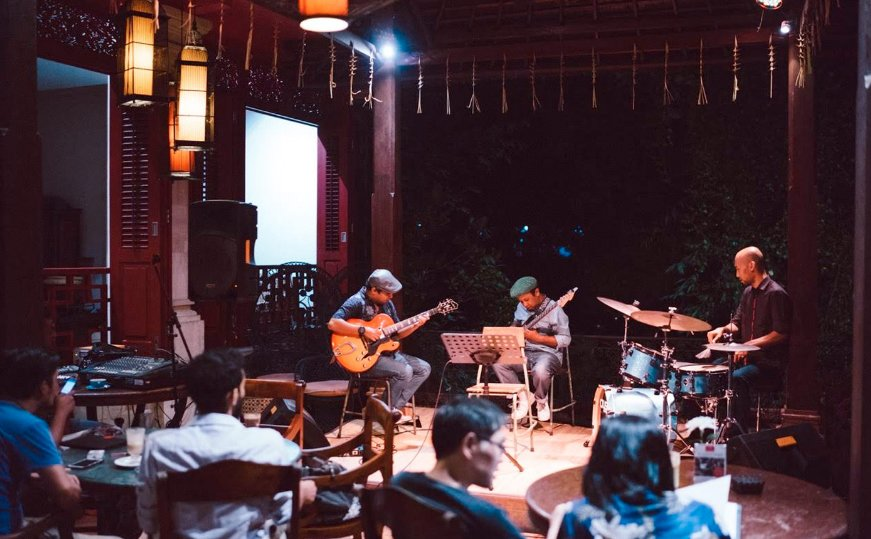 Visit a Literary Evening or Discussion things to do in bali at night