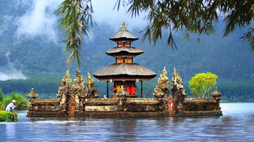 admire the temple