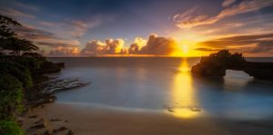 pura batu bolong sunset