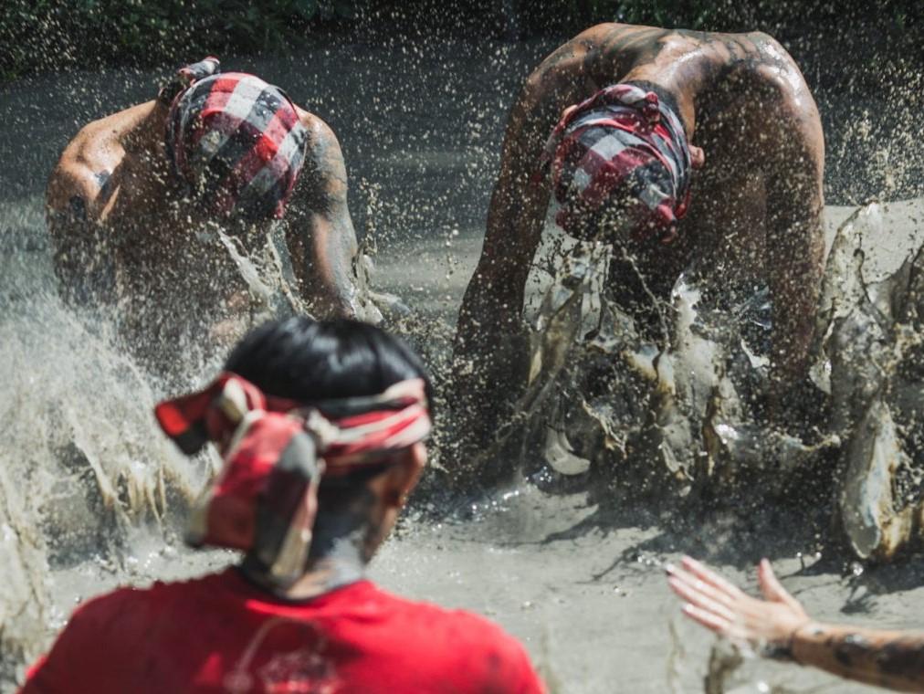 Mepantigan mud game