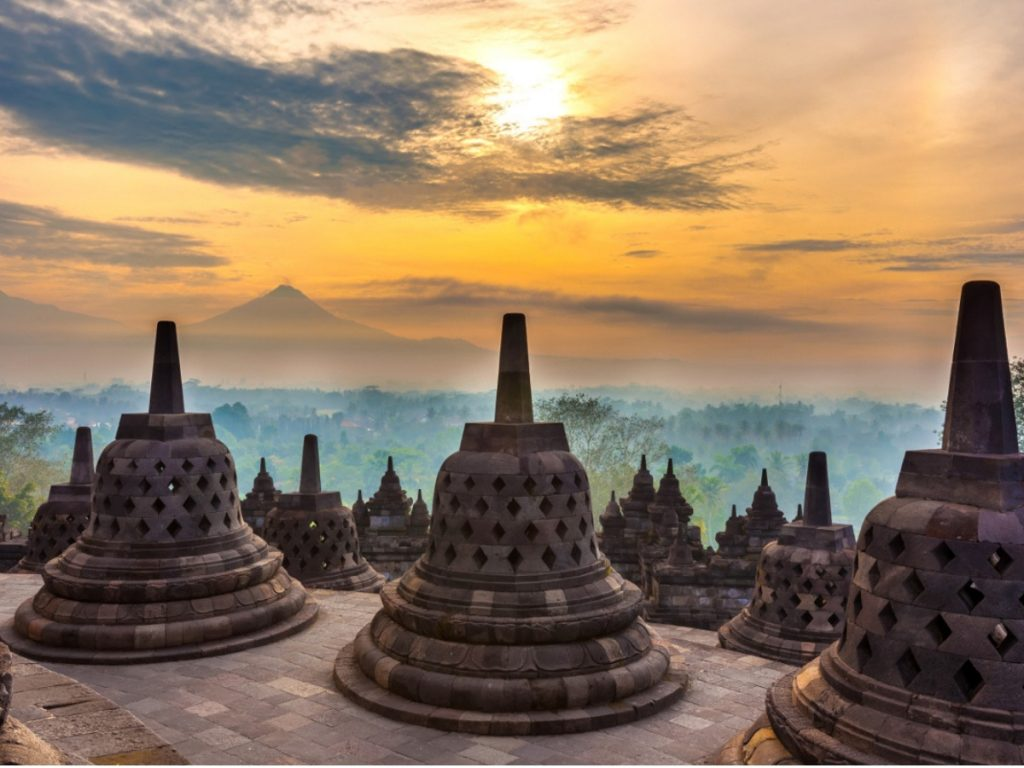things to do in yogyakarta; sunrire borobudur