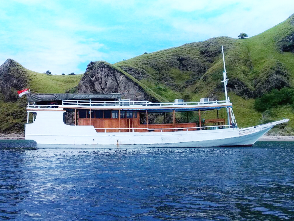 things to do in Labuan Bajo; Komodo Sail on Board
