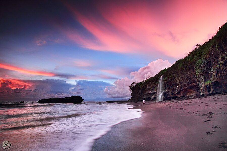 Sunset in Bali; Melasti Beach