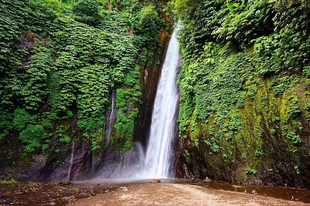 Waterfalls in Bali; Niagara Munduk Waterfall