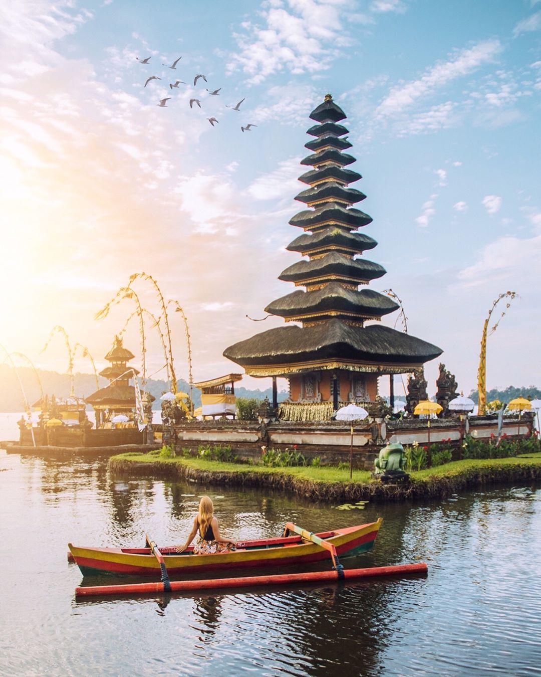 Sunset in Bali; Pura Ulun Danu