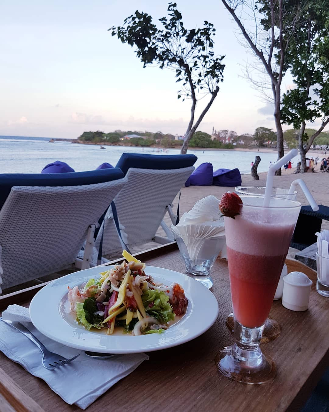 Bali Beach Club; Agendaz Beach Club
