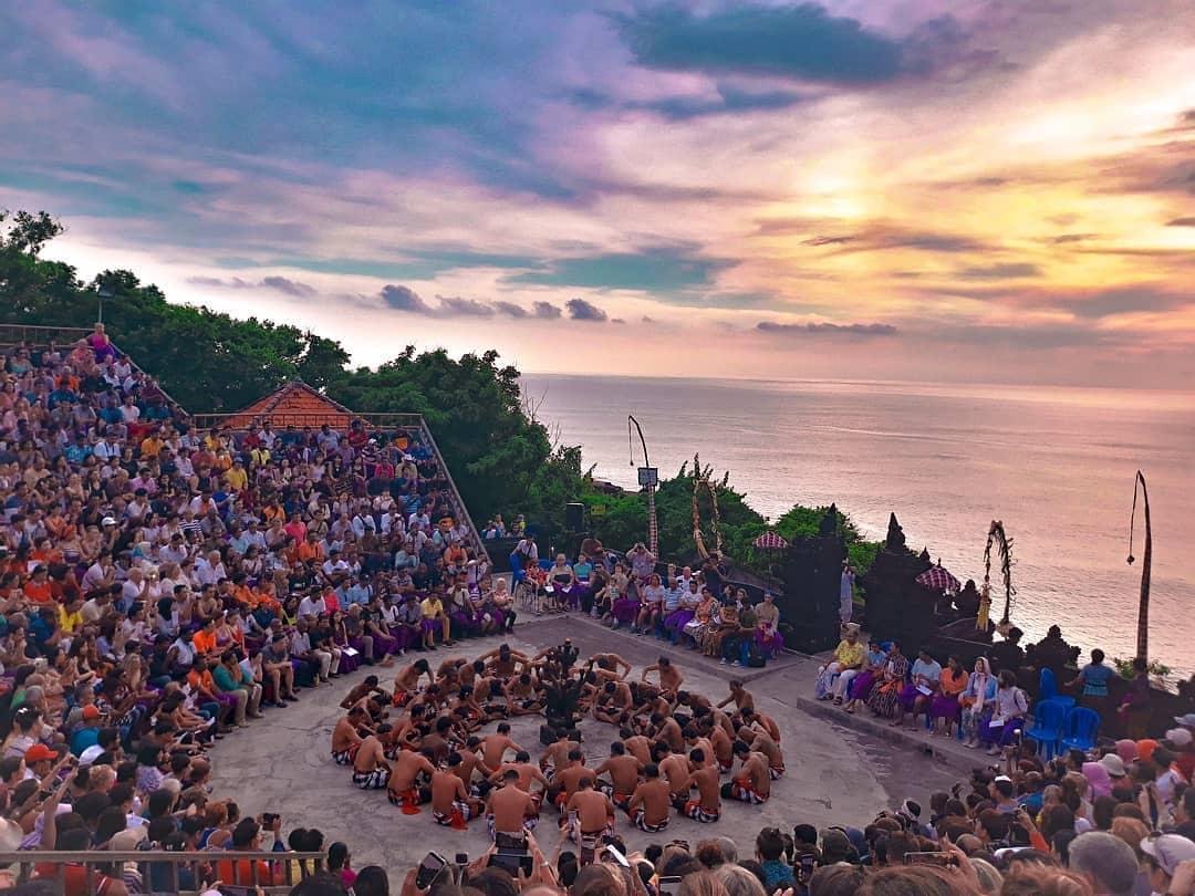 Activities in Bali; Dancing Show in Uluwatu Temple