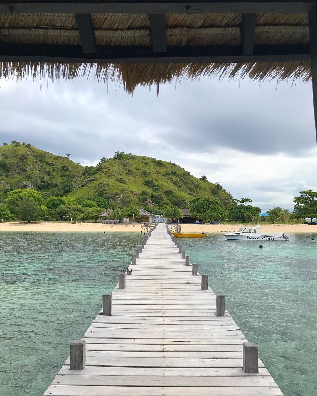 things to do in Labuan Bajo; Kanawa Island @jonobushido