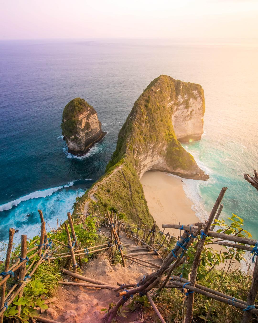 Beaches in Bali; Kelingking Beach