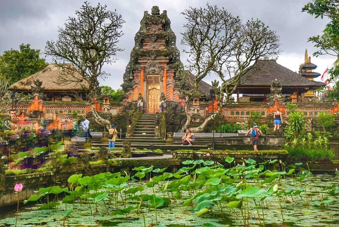 Temples in Bali; Pura Taman Saraswati