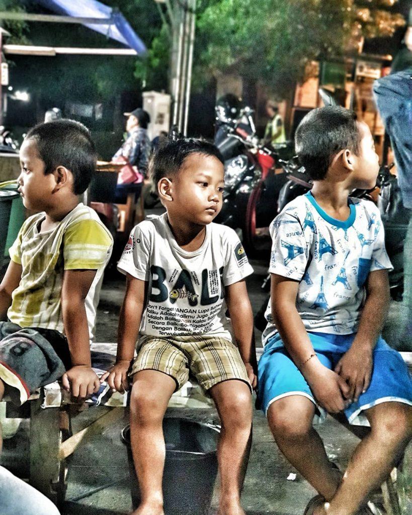 ubud market; Local Boys in Ubud Night Market @bakedvison