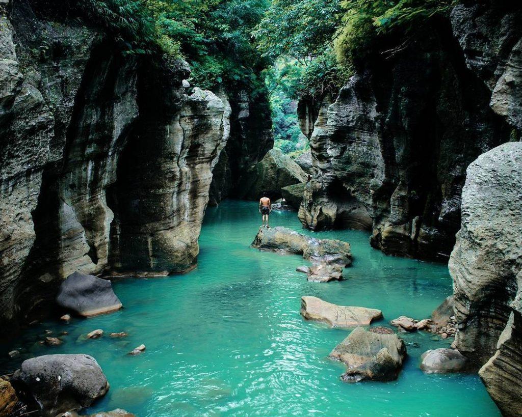 what to do in Bandung; Hidden Canyon of Cikahuripan River @wildansob