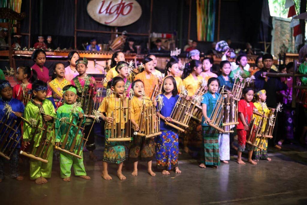 what to do in bandung; Saung Angklung Udjo @angklungudjo