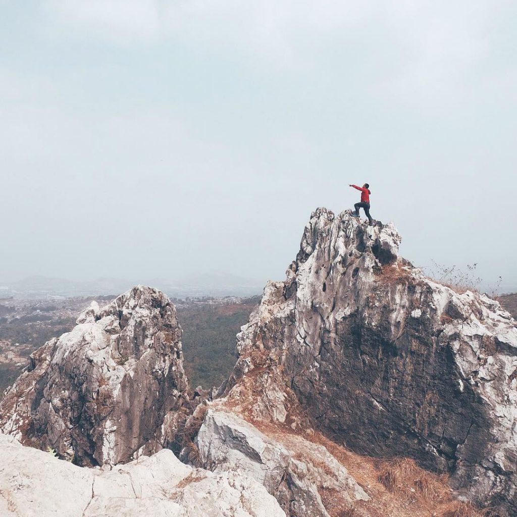 what to do in bandung; Tebing Gunung Hawu @kepinhelmy