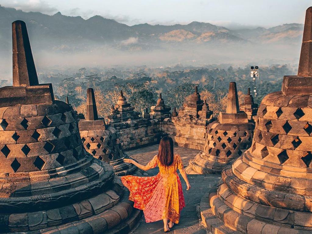 borobudur tempel met Nederlandstalige Gids